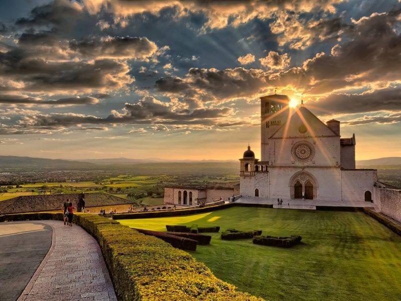 Assisi: 9 km